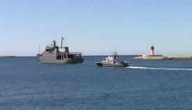 Unidad de la Armada, junto a una patrullera de la Guardia Civil. Foto: EMAD