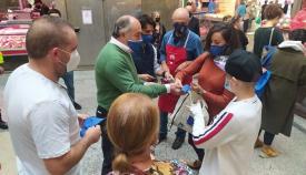 El Ayuntamiento de Algeciras reparte mascarillas en La Caridad