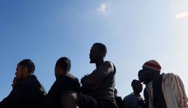 Inmigrantes llegados en patera, en una imagen de archivo. Foto: NG
