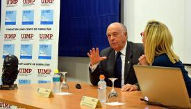 Jaime Rocha, durante su conferencia en La Línea. Foto UIMP Campo de Gibraltar