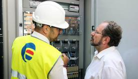 John Cortés con el ingeniero Alberto Nieto de Eufón. Foto InfoGibraltar