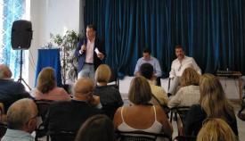 Juanma Moreno estuvo acompañado por Antonio Sanz en su visita a la comarca