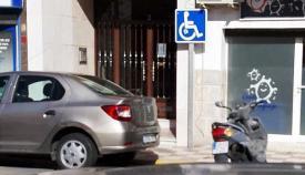 Una plaza de aparcamiento para personas con movilidad reducida. Foto: NG