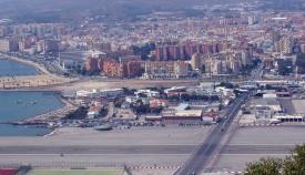 La Línea de la Concepción vista desde el Peñón de Gibraltar