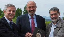 Los autores, Juan Carlos Pardo, Fernando de la Puente y el artista Joan Fontcuberta