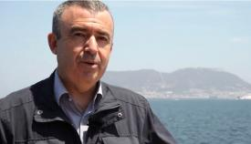 Lorenzo Silva, con Gibraltar al fondo. Foto: Antena 3