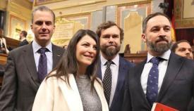 Macarena Olona, firmante de la denegación parlamentaria, junto a otros miembros de Vox