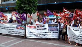Manifestación de los trabajadores ante la Subdelegación del Gobierno de la Junta