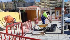 Un operario municipal durante el transcurso de una obra