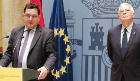 Marco Aguiriano y Josep Borrell