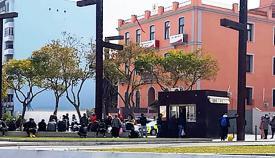 Marroquíes ante el Consulado de Algeciras