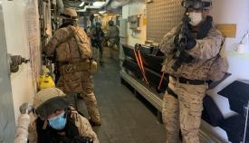 Equipo operativo de seguridad (EOS) realizando ejercicios a bordo. Foto Armada/CG Flota