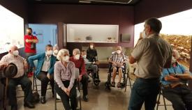 Los mayores durante la visita. Foto MSR
