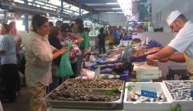 Una imagen de archivo de la zona de Pescadería del Mercado de La Línea