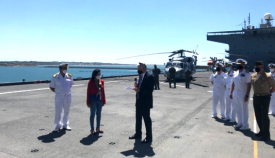 Un momento de la visita de la ministra a bordo del buque de la US Navy en Rota. Foto Embajada USA