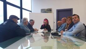 Raquel Ñeco y representantes del sector del taxi