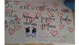 El mensaje colocado por una niña en su ventana