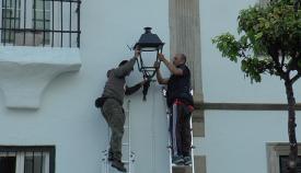 Instalación de las nuevas luminarias en San Roque