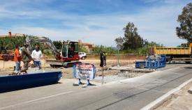 Emalgesa repara con urgencia un hundimiento en la carretera de La Mediana