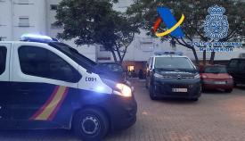 Agentes de la Policía en un barrio de Algeciras. Foto: Interior