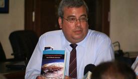 José Orihuela en la presentación de uno de sus libros