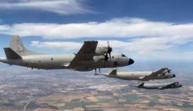 Formación de los tres P3M Orión sobre la vertical de la base de Morón. Foto Ejército del Aire