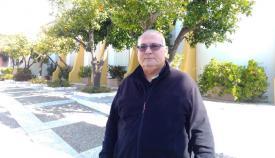 Agustín Borrell en el patio de la parroquia Nuestra Señora del Rosario, en Guadiaro