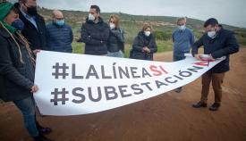 'La Línea Sí, Subestación NO', así reza en la pancarta. Foto: Sergio Rodríguez