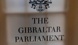 Rótulo acceso al Parlamento de Gibraltar