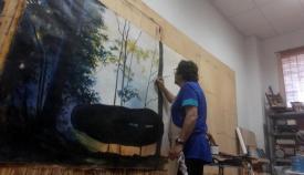 """Pepe Barroso trabajando en su última obra, """"La roca ingrávida"""""""