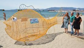 El pez de reciclaje instalado en Puente Mayorga