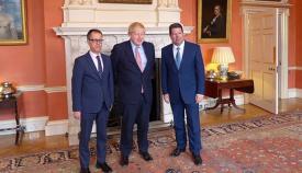 García, Johnson y Picardo, de izquierda a derecha, en Downing Street. Foto InfoGibraltar