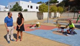 Serván y Jiménez en el parque infantil de San Enrique