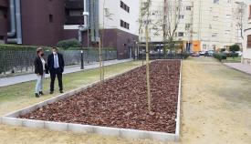 Franco y Ñeco, durante la visita a uno de los puntos del Plan de Arbolado. Foto: lalínea.es