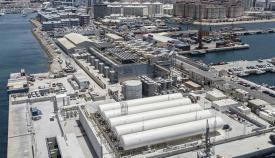 La nueva terminal de Gibraltar con las urbanizaciones de viviendas al fondo. Foto InfoGibraltar