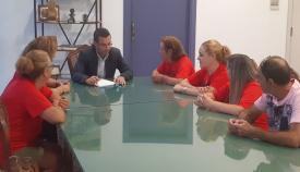 Juan Franco, en su reunión con las trabajadoras afectadas
