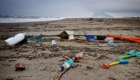 Gran cantidad de plásticos terminan en las costas del Campo de Gibraltar