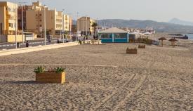 El Ayuntamiento de La Línea ejecuta trabajos en la playa de Levante