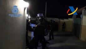 Un momento de la actuación policial. Foto: Interior