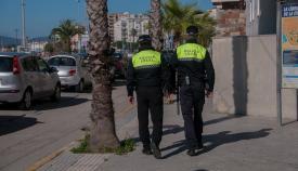 Dos agentes de la Policía Local de La Línea. Foto: NG