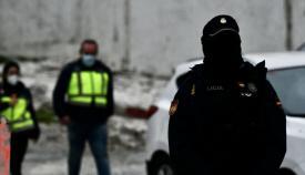Un agente durante la operación en Ceuta. Foto: NG