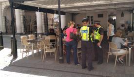 Policías en las calles de Gibraltar