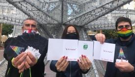 Las postales entregadas a la Asociación Roja Directa Andalucía LGTBI+ por Verdemar