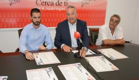 El alcalde, Juan Carlor Ruíz Boix, presentando los talleres