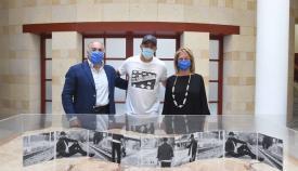 Amado presenta su disco '10.000 Eclipses' en el Ayuntamiento de Algeciras
