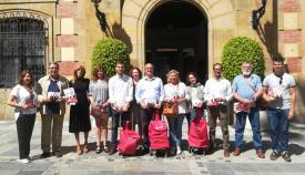 Fernando Silva, con compañeros del PSOE ante el Ayuntamiento de Algeciras