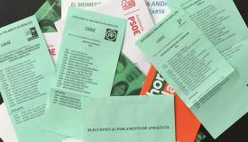 Publicidad y papeletas de voto para el Parlamento de Andalucía