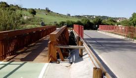 Puente y camino peatonal que conduce al Albarracín