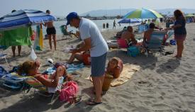 Imagen de archivo de una campaña medioambiental en una playa sanroqueña