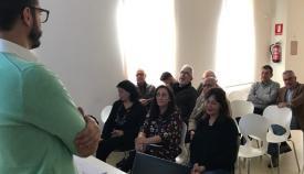 El concejal Mario Fernández en una de sus reuniones informativas